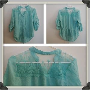 Size M Greenish Blue Roll Sleeve Button Up